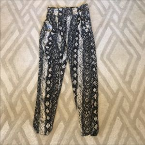 Pants - Snakeskin Printed Lose-fitting Pants with Pockets